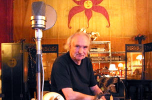 Holger Czukay in seinem Studio