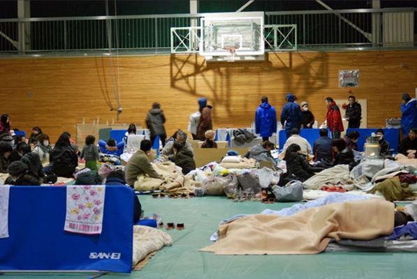 Evakuierte in der Turnhalle des Koriyama-Gymnasiums, April 2011