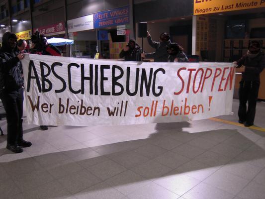 Kundgebung im neuen Terminal von Baden-Airpark am 09.12.2014