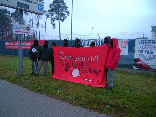 Protest vor dem alten Terminal vom Baden-Airpark am 09.12.2014