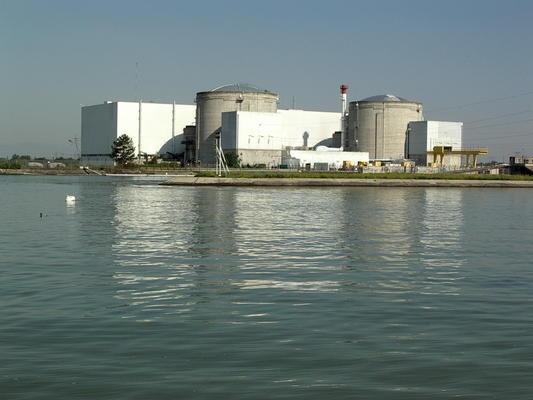 Kernkraftwerk Fessenheim mit den beiden Reaktorgebäuden