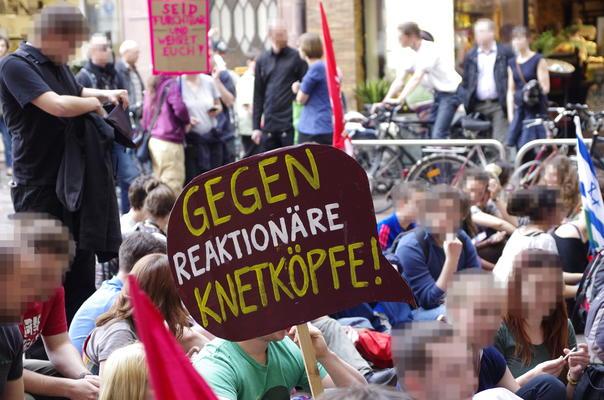 """""""Gegen Reaktionäre Kneetköpfe"""" Plakat von Pius Gegner*in"""