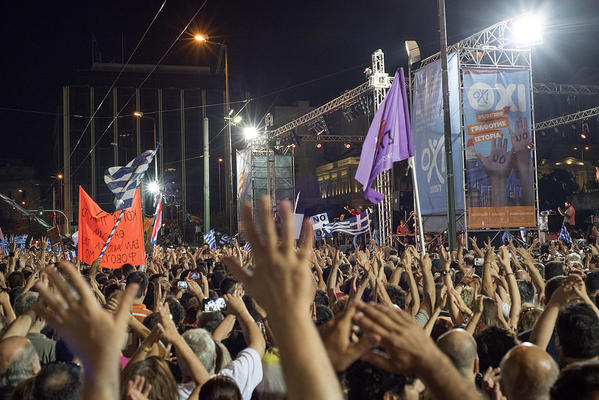 """Demonstranten in Athen die sich für ein """"Nein"""" (ΟΧΙ) bei der Abstimmung aussprechen"""