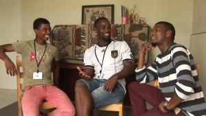 Über das Für und Wider von Freiwilligendiensten sprechen drei Sozialarbeiter von Karabo Marvinius in Südafrika