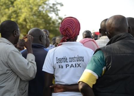 Friedensaktivistinnen an einer Grenze