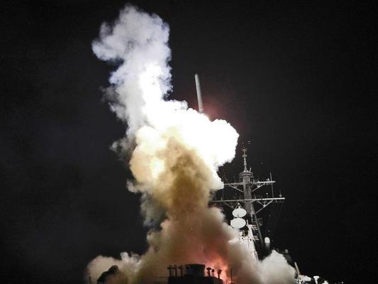 Abschuss eines Tomahawk-Marschflugkörpers von der USS Barry auf ein Ziel in Libyen