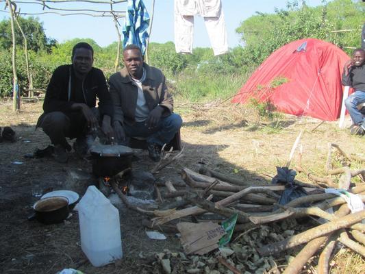 """Sudanesische Geflüchtete im """"Jungle"""" von Calais"""