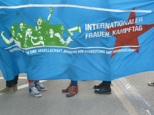Demonstration zum Internationalen Frauen*kampftag in Freiburg.
