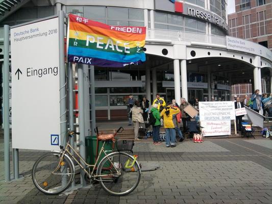 Protest vor der Hauptversammlung der Deutschen Bank