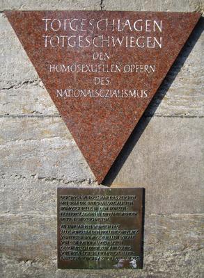 """""""Totgeschlagen, Totgeschwiegen"""" Gedenktafel für Opfer der Verfolgung von Homosexuellen im Nationalsozialismus - hier in Berlin"""