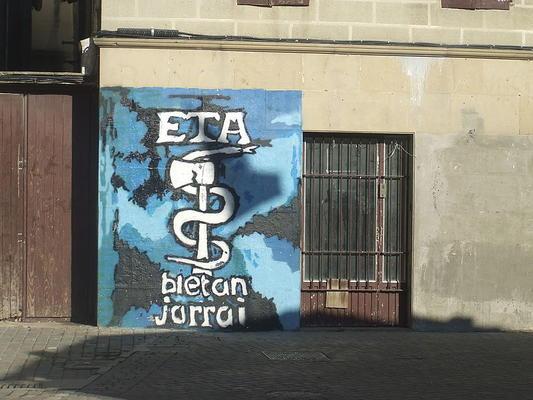 ETA-Symbol auf einer Wand