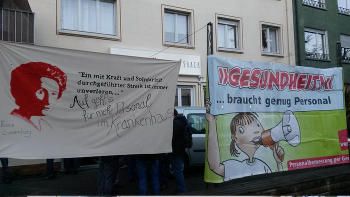 Vor dem Streiklokal in Freiburg