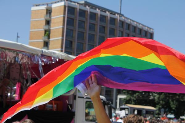 Regenbogenfahne weht über dem CSD