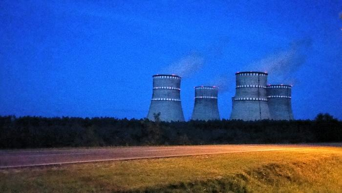 AKW Rivne (bei Varasch) nachts