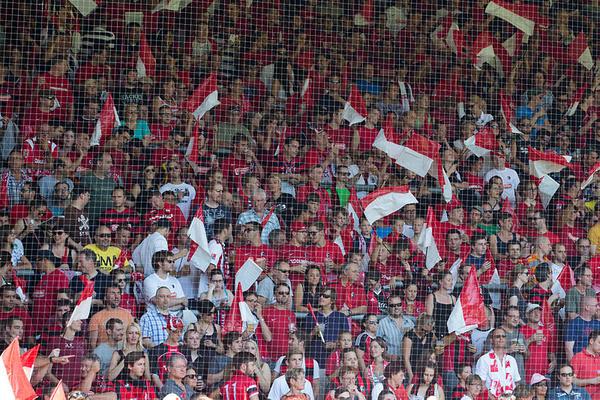 Im Stadion: So hätten die SC Fans wohl lieber die ersten 30 Minuten des Spiels verbracht