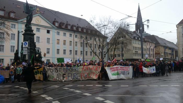 Demonstration am Europaplatz