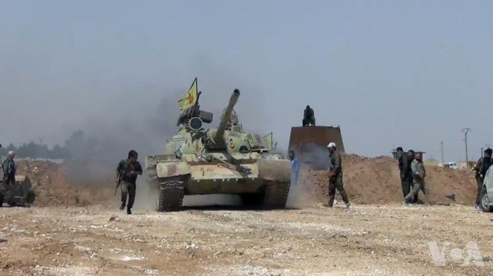 Panzer und Soldaten der YPG