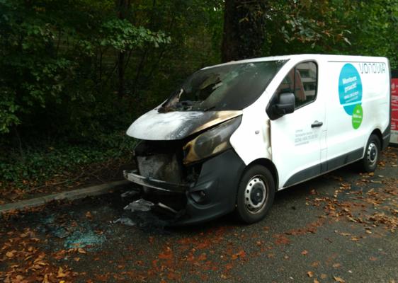 Ausgebranntes Vonovia Fahrzeug