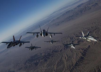 Jets in formation als Symbolbild für autonome Waffensysteme