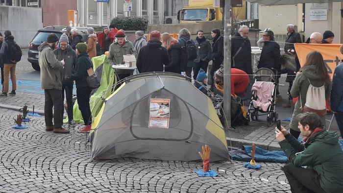 Zelte vor dem Büro des CDU -Abgeordneten Mattern von Marschall