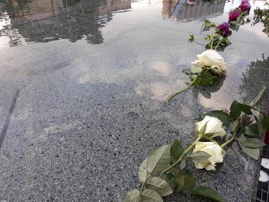 Blumen zum Gedenken an die Opfer in Halle