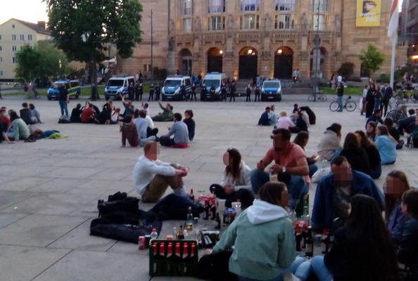 Polizeiaufgebot am Platz der Alten Synagoge am Samstagabend, den 29. Mai 2021