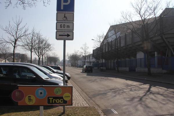Abrissobjekt Eishalle Ensisheimersr. mit Parkierung linksFoto:RDL/kmm