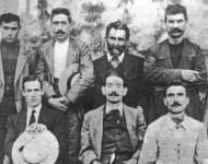 Errico Malatesta mit einer Gruppe der Arditi del Popolo, dem ersten organisierten Widerstand gegen den italienischen Faschismus