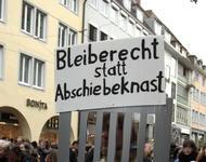 """Abschiebeknast-Protest auf Freiburger Demo: """"Für ein humanitäres Bleiberecht! Stoppt die Abschiebungen! (15. März 2014) """""""
