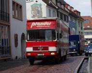 WäglerInnen fahren auf den Freiburger Rathausplatz
