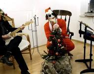 Santa Klaus zelebriert eine düstere Weihnacht