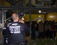 Mahnwache gegen Abschiebung an der Mooswaldalle bekommt Besuch von der Polizei