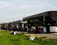 Busse mit Geflüchteten in Katsika