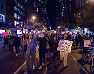 Demonstrant_innen bei Anti-Trump Protesten in New York