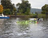 Robin Wood im Wasser gegen Castortransport