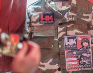 Kam gut an in Oberndorf: Satirischer H&K-Stand des Kollektivs Rocco und seine Brüder mit Ausstattung auch für die Kleinsten. Ein kurzter Dokumentarfilm zur Aktion läuft bei der Gründungsversammlung am 3. 2.