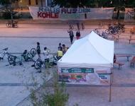 Fahrräder werden auf dem Alfred-Döblin Platz repariert