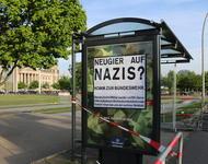 Ad-Busting: Gefälschtes Bundeswehrplakat mit Aufschrift 'Neugier auf Nazis? Komm zur Bundeswehr'