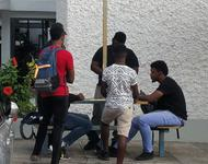 "Typisch russisch auf Jamaika: überall spielen ""seriöse Typen"" Domino (Mona Campus der University of West Indies Kingston)"