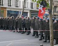 Ausgerüsteter Polizeitrupp