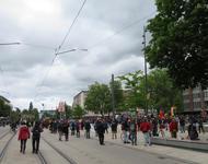 Versammlung auf Abstand auf dem Platz der alten Synagoge zum 1. Mai