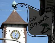 Gasthausschild Café Atlantik mit Schwabentor in Freiburg.jpg