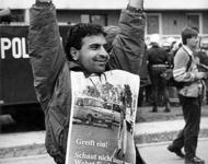 Demo nach den rassistischen Pogromen in Hoyerswerda September 1991 - Foto: de.indymedia.org