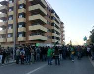 Große Unterstützerschar vor dem Bloc Salt - Foto von CNT_Catalunya@Twitter
